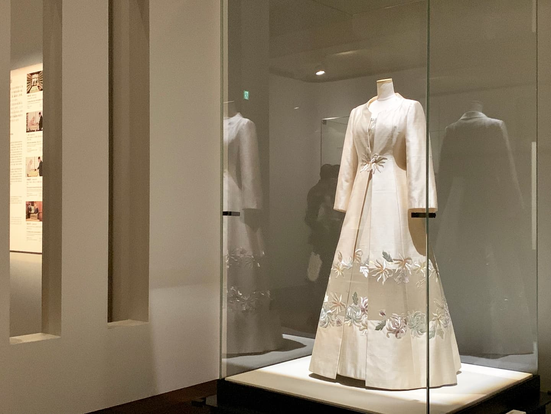 日本 皇室 ドレス