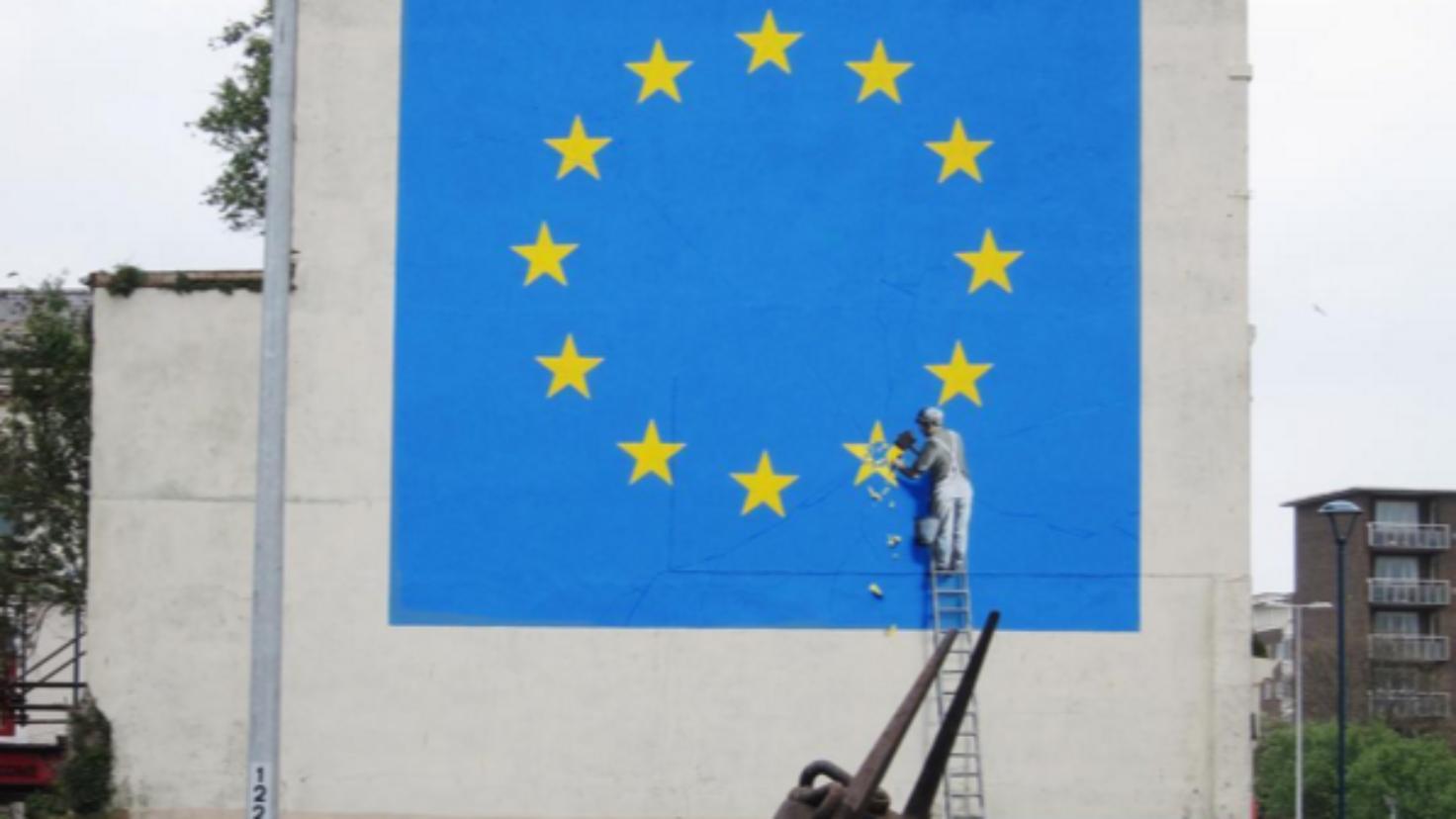 バンクシーの最新作がイギリス・ドーバーに出現。Brexitを批判